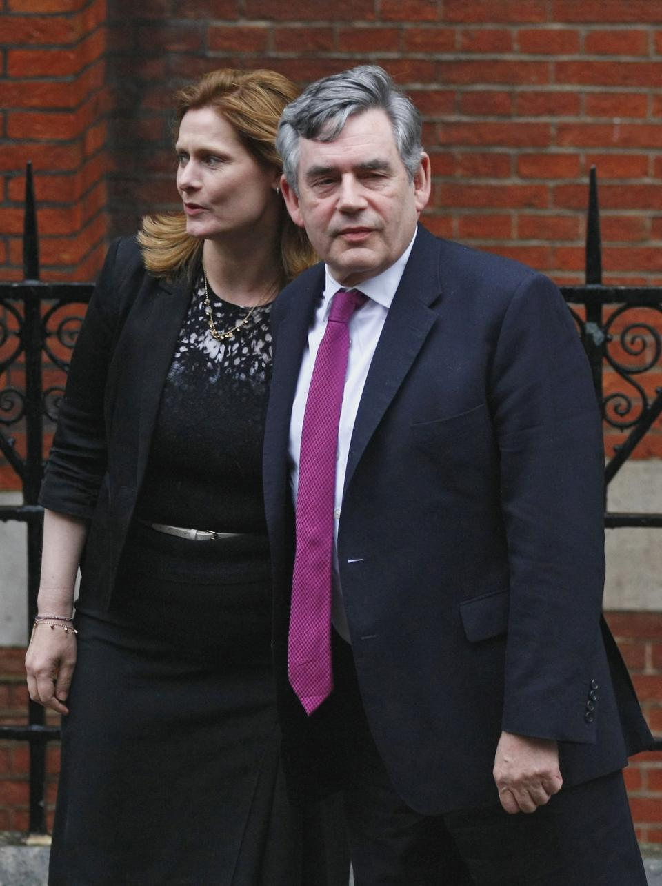 Former Prime Minister Gordon Brown arrives at the High Court with his wife Sarah to give evidence at the Leveson Inquiry, London, Monday, June 11, 2012. Former UK prime minister Gordon Brown and current Treasury chief George Osbourne give evidence at Britain's inquiry into media ethics. (AP Photo/Tim Hales)