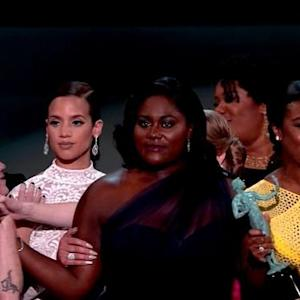 SAG Awards 2015: Uzo Aduba and 'Orange Is the New Black' Cast Defeat 'Modern Family'!