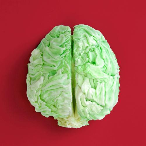 What To Eat (And What To Avoid) For Better Mental Clarity