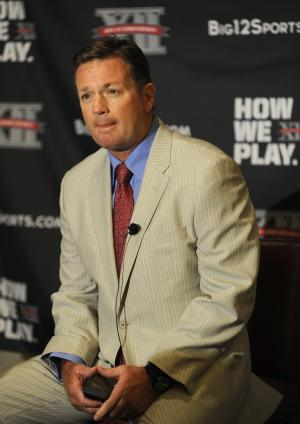 Oklahoma head coach Bob Stoops answers questions during NCAA college football Big 12 Media Days, Tuesday, July 26, 2011, in Dallas. (AP Photo/Matt Strasen)