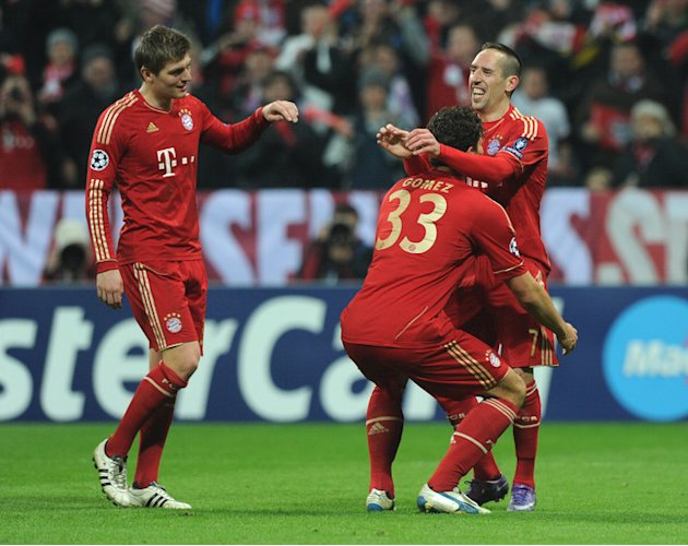 Bayern Munich's Striker Mario Gomez (C) Celebrates With His Teammates Bayern Munich's Midfielder Toni Kroos (L) And AFP/Getty Images