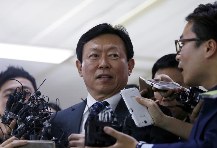 Lotte chairman defeats brother's challenge, retains control at AGM