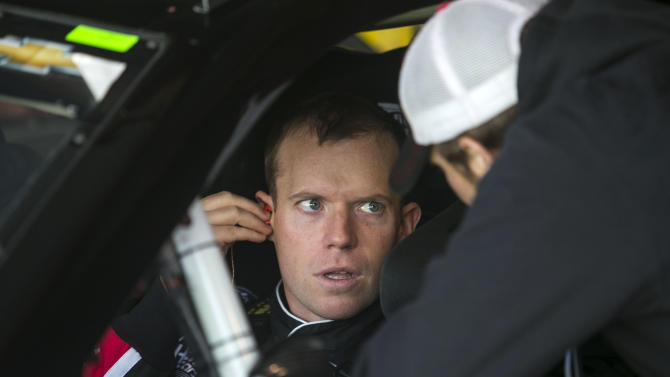 NASCAR Sprint Cup Series: STP Gas Booster 500-Practice