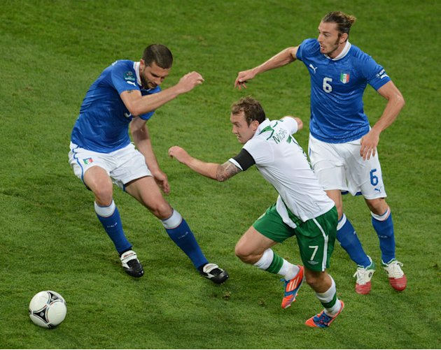 Irish Midfielder Aiden McGeady (C) Vies With Italian Defender Giorgio Chiellini And Italian Defender Federico AFP/Getty Images