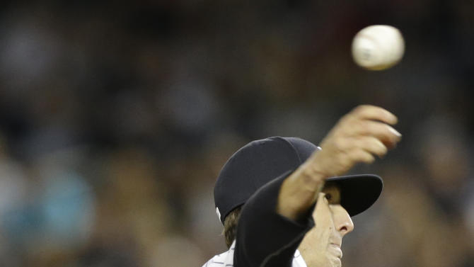 New York Yankees' Shane Greene delivers a pitch during the first inning of a baseball game against the Toronto Blue Jays, Thursday, Sept. 18, 2014, in New York. (AP Photo/Frank Franklin II)