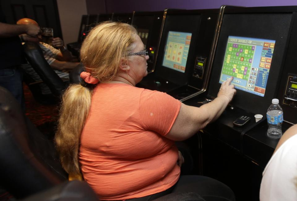 Fla. gov signs ban on parlors with slot-like games