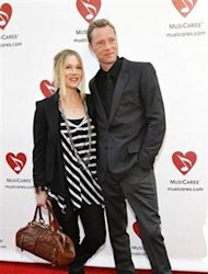 Christina Applegate and her partner Dutch musician Martyn LeNoble pose before the 7th Annual MusiCares MAP Fund Benefit concert in Los Angeles May 6, 2011. REUTERS/Mario Anzuoni