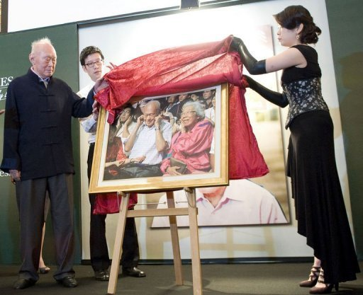 Singapore's Minister Mentor Lee Kuan Yew unveils a photograph of himself and his late wife Kwa Geok Choo