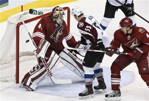 Avalanche beat Coyotes 5-4 in shootout