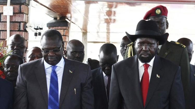 Machar and Kiir pay their respects at John Garang's Mausoleum in Juba