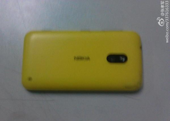 Photos of unannounced Nokia Windows Phone 8 device emerge