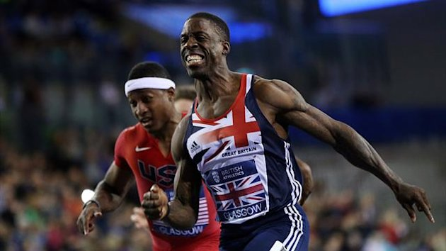 UNITED KINGDOM, GLASGOW : Dwain Chambers (R) of Great Britain crosses the finish line to win the Men&#39;s 60m during The British Athletics Glasgow International Match at The Emirates Arena, Glasgow, Scotland, on January 26, 2013. AFP