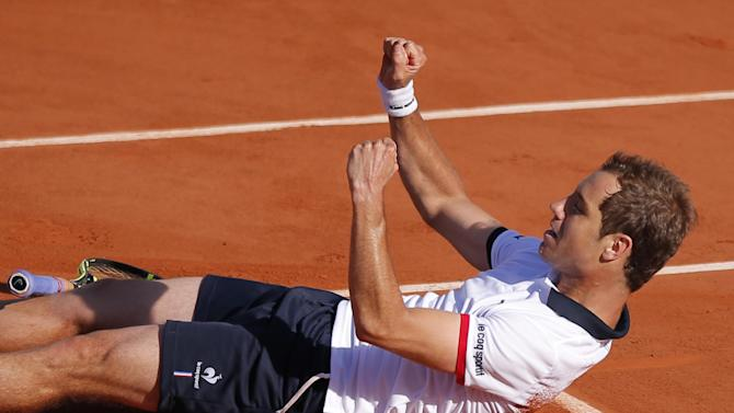 France's Richard Gasquet celebrates winning his third round match of the French Open tennis tournament in four sets 4-6, 7-6, 7-5, 6-4, against South Africa's Kevin Anderson at the Roland Garros stadium, in Paris, France, Saturday, May 30, 2015. (AP Photo/Francois Mori)