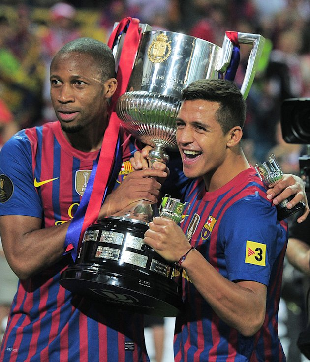 Barcelona's Malian Midfielder Seydou Keita (L) And Barcelona's Chilean Forward Alexis Sanchez (R) Pose With The Cup AFP/Getty Images
