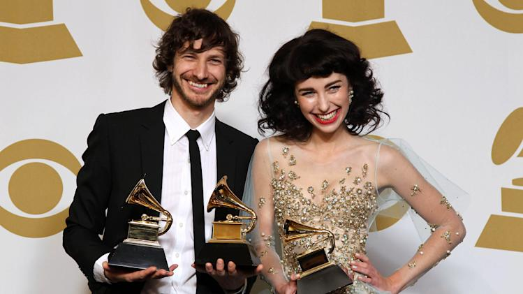 Gotye, left, and Kimbra pose backstage with the award for best pop duo/group performance for