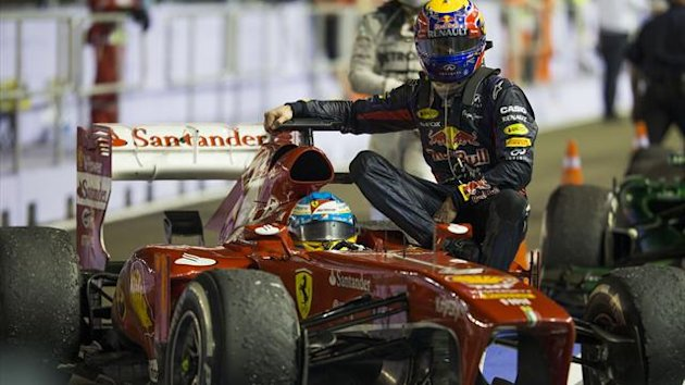 Fernando Alonso giving Mark Webber a lift back to the pits after the Singapore Grand Prix (Getty Images)