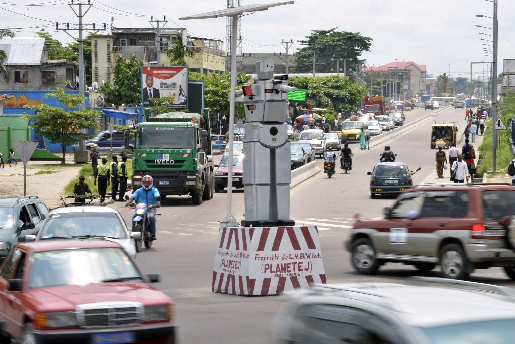 'Robocops' take on Kinshasa traffic