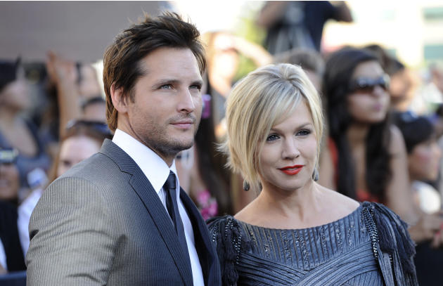 Jennie Garth, right, and her husband actor Peter Facinelli arrive at the premiere of