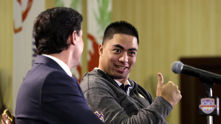 Notre Dame inside linebacker Manti Te'o, right, jokes with assistant head coach/defensive coordinator Bob Diaco before a news conference, Thursday, Jan. 3, 2013 in Fort Lauderdale, Fla. Notre Dame will play Alabama on Jan. 7 in the NCAA college football BCS Championship game. (AP Photo/Wilfredo Lee)