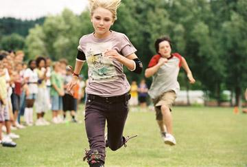 AnnaSophia Robb and Josh Hutcherson in Walt Disney Pictures' Bridge to Terabithia