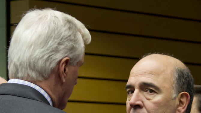 French Finance Minister Pierre Moscovici, right, speaks with European Commissioner for Internal Market Michel Barnier during a meeting of EU finance ministers in Brussels on Wednesday, Dec. 12, 2012. European Union finance ministers on Wednesday sought to agree on the creation of a single supervisor for banks across the 27-country bloc after France and Germany apparently patched up their differences over the issue. (AP Photo/Virginia Mayo)