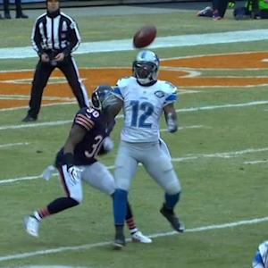Detroit Lions wide receiver Jeremy Ross muffs punt reception, Chicago Bears recover