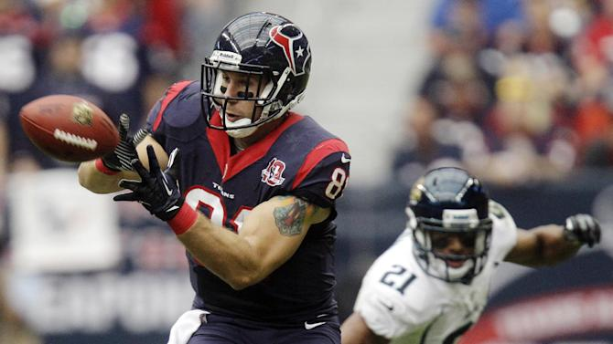 Houston Texans' Owen Daniels (81) makes a catch ahead of Jacksonville Jaguars' Derek Cox (21) during the second quarter of an NFL football game, Sunday, Nov. 18, 2012, in Houston. (AP Photo/Patric Schneider)