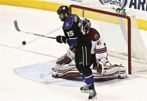 Boedker's 2 goals help Coyotes beat Kings 5-2
