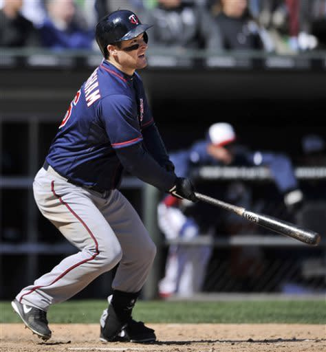 Willingham helps Twins beat White Sox 5-3