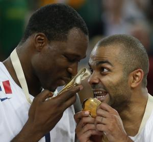 France beats Lithuania for first basketball title