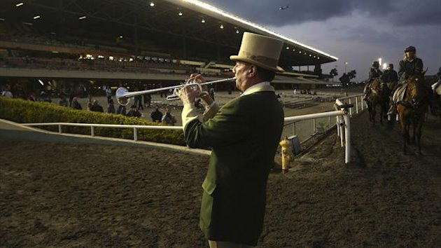 Bugler Jay Cohen calls the horses to the track at Betfair Hollywood Park, which is closing down at the conclusion of tomorrow's race card after operating for 75 years, in Inglewood, California December 21, 2013 (Reuters)