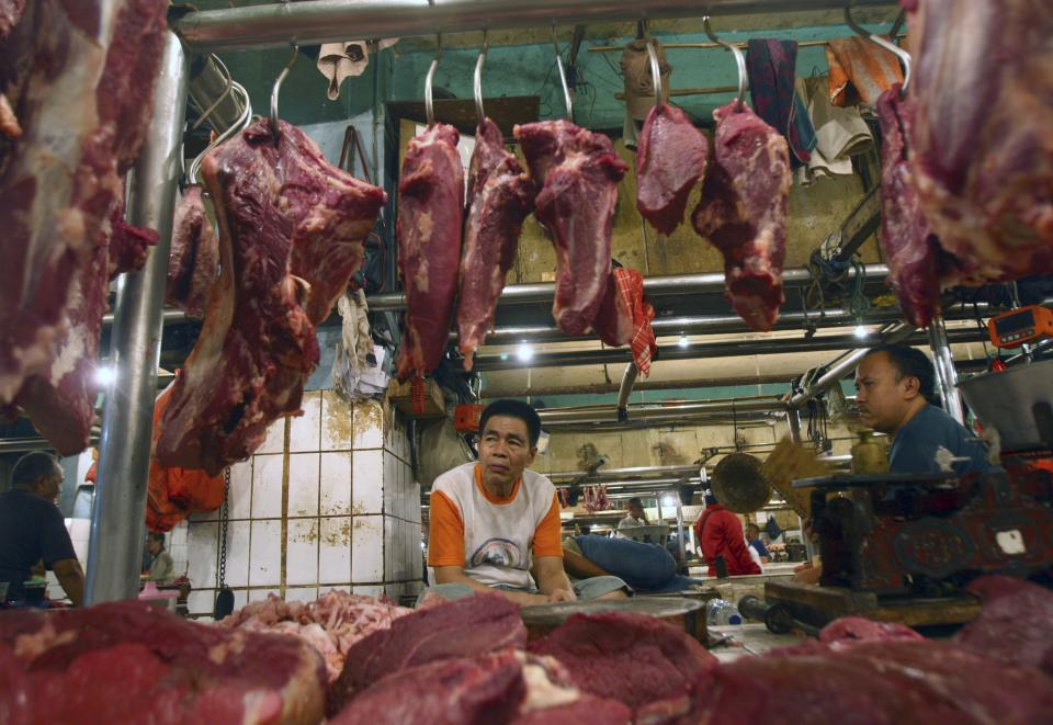 Beef vendors wait for customers at their stall at a market in Jakarta, Indonesia, Thursday, April 26, 2012. Indonesia became the first country to suspend imports of U.S. beef Thursday following the discovery this week of an American dairy cow infected with mad cow disease. (AP Photo/Tatan Syuflana)