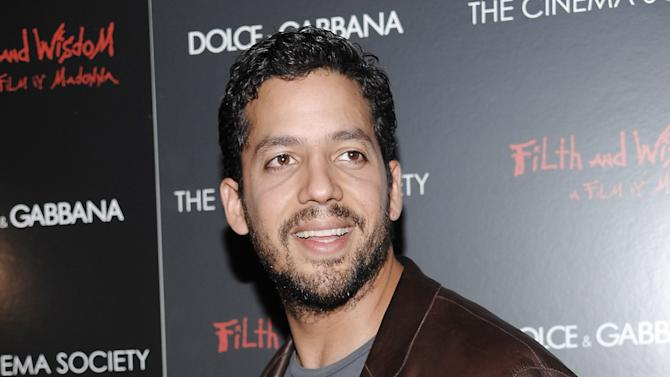 """FILE - This Oct. 13, 2008 file photo shows David Blaine attending a Cinema Society and Dolce Gabbana hosted special screening of """"Filth and Wisdom"""" in New York. Blain is returning to New York City Oct. 5-8 for a three day, three night stunt called """"Electrified: One Million Volts Always On."""" It will be streamed live. Blaine once set a world-record for holding his breath underwater for 17 minutes. He has also been buried alive for a week, encased inside a six-ton block of ice, and stood on top a 100-foot tall pillar for 36 hours without a safety net. (AP Photo/Evan Agostini, file)"""