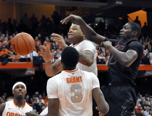 Fair, No. 3 Syracuse edge No. 21 Cincinnati 57-55