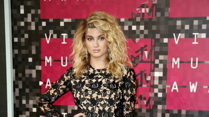 Singer Tori Kelly arrives at the 2015 MTV Video Music Awards in Los Angeles