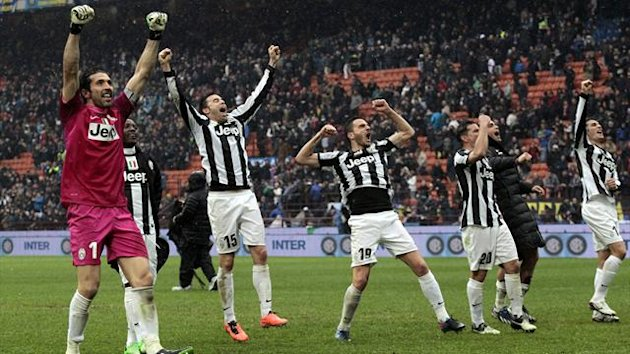 Juventus' players celebrate their win against Inter Milan at the end of their Italian serie A soccer match at the San Siro stadium in Milan March 30, 2013 (Reuters)