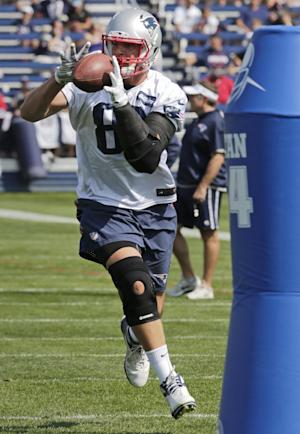 Gronk's back: Star tight end practices with Pats