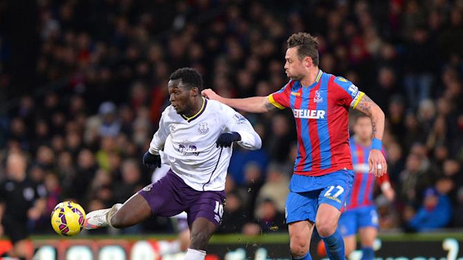 Crystal Palace's Republic of Ireland Damien Delaney (R) vies with Everton's Belgian striker Romelu Lukaku (L) during their English Premier League football match in south London on January 31, 2015