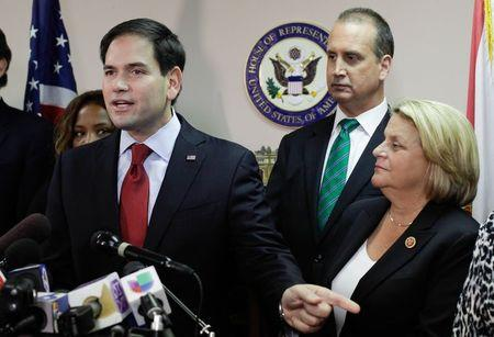 Potential U.S. Republican 2016 contenders spar over Cuba policy
