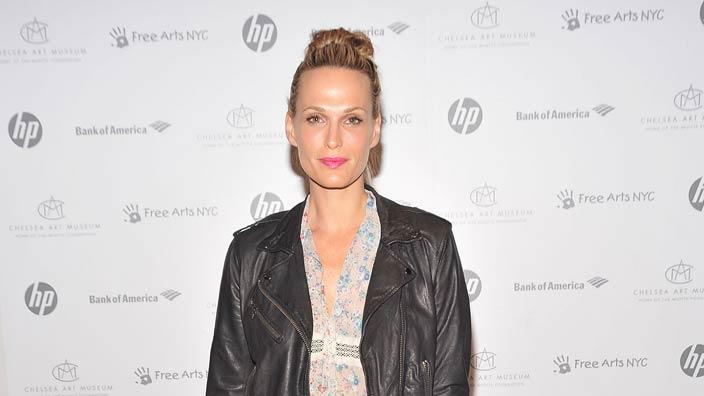 Molly Sims Free Arts Auction