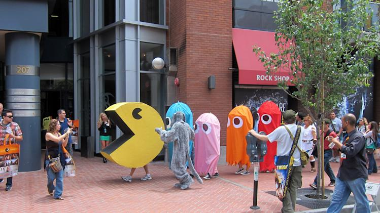 A game of life-sized Pac-Man on the streets of San Diego's Gaslamp District - San Diego Comic-Con 2012
