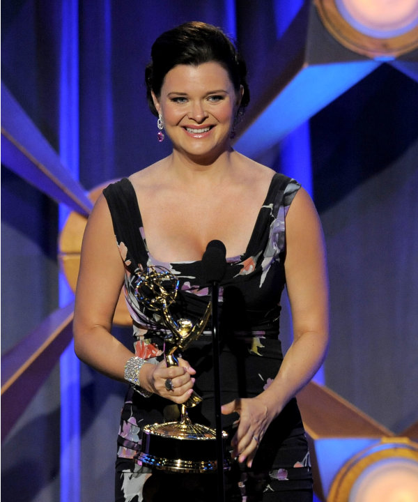 Heather Tom accepts the award …