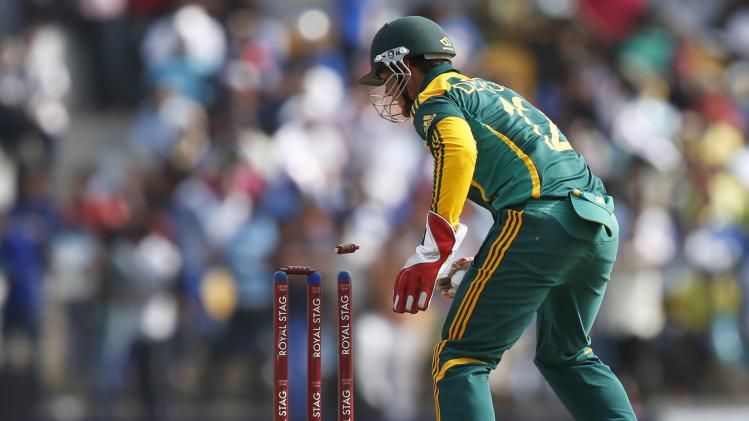 South Africa's wicketkeeper de Kock runs out Sri Lanka's Dilshan during their final One Day International cricket match in Hambantota