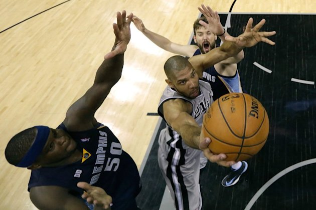 San Antonio's Tim Duncan (C) attempts a shot next to the Grizzlies' Zach Randolph (L) and Marc Gasol on May 21, 2013