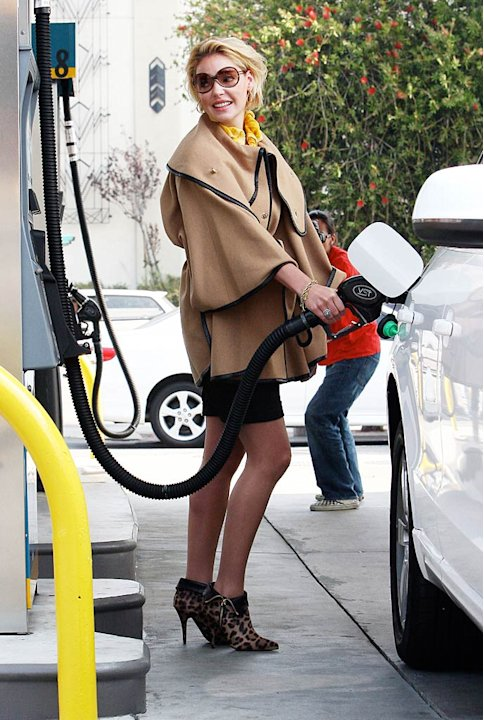 Katherine Heigl Pumps Gas