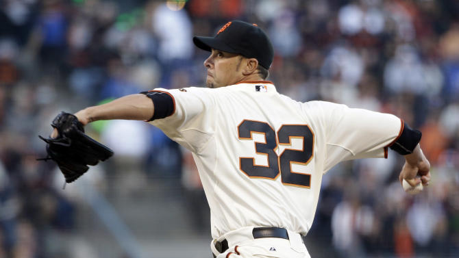 Sandoval's single lifts Giants past Dodgers, 2-1
