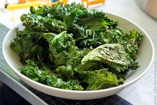 Kale Chips: Health Benefits, Product Recommendations and Recipes!