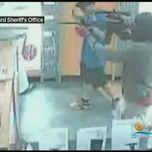 Assault Rifle Toting Team Robs Cell Phone Store