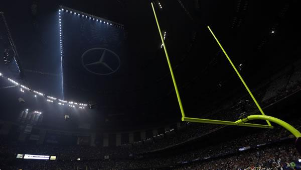 Power outage stops Super Bowl for 34 minutes