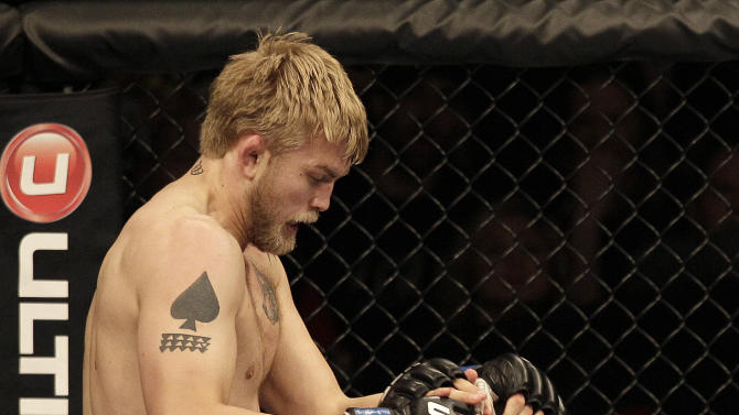 Alexander Gustafsson, from Sweden, left, knees Mauricio Rua, from Brazil,  during the first round of a light heavyweight mixed martial arts bout at a UFC on Fox event in Seattle, Saturday, Dec. 8, 2012. Gustafsson won by unanimous decision.(AP Photo/Jeff Chiu)
